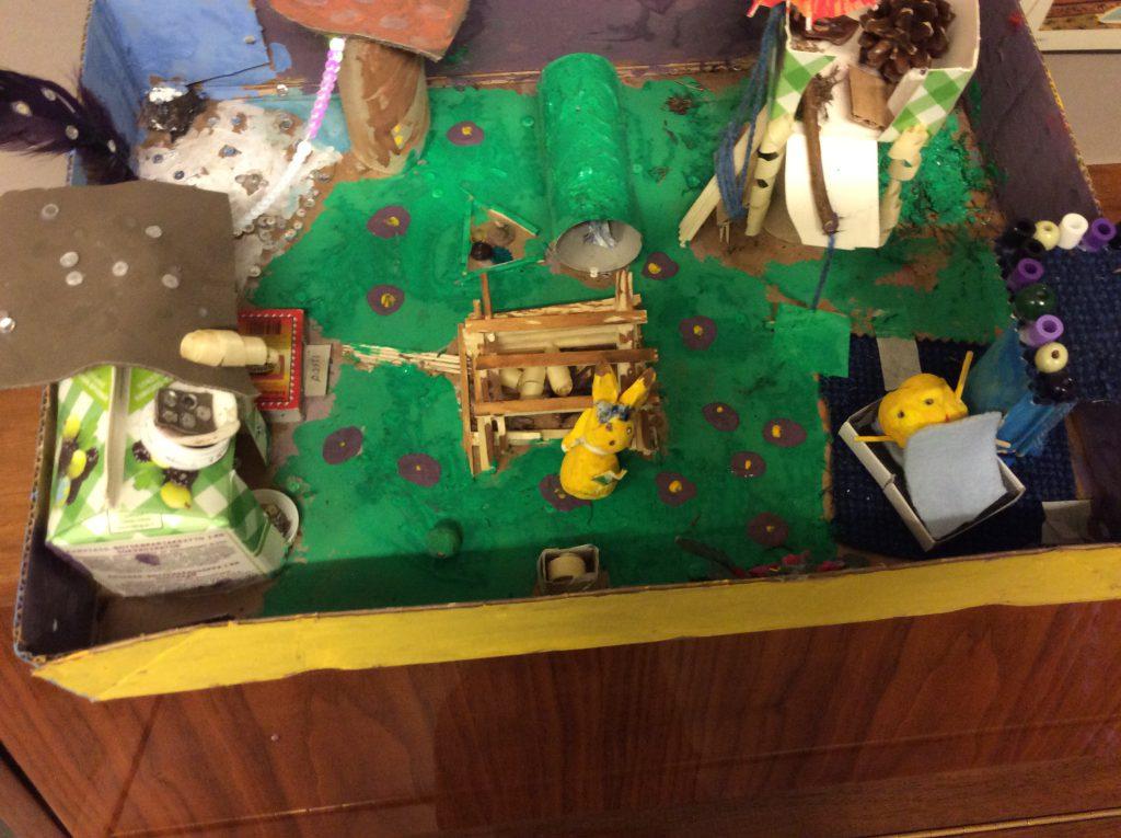 Dreamseasonland Siellä asuu Bobskuli ja Pikachu. Bobskuli on minioni ja Pikachu on pokémoni. Pikachu asuu talvimaassa ja Bobskuli asuu kesämaassa. Pikachu on ollut onnettomuudessa. Pikachun pää irtoaa todella helposti. Bobsulilla sekä Pikachulla on kummallakin tähystystorni. Bobskulin tähystystornissa seinät ovat helmiä. Pikachulla on tykki, varasto, matalamaja, syksy ja talvi kivet. Bobskulilla on kesä ja kevät kivet. Maa on hyvin viihtyisä! Saara ja Kiia